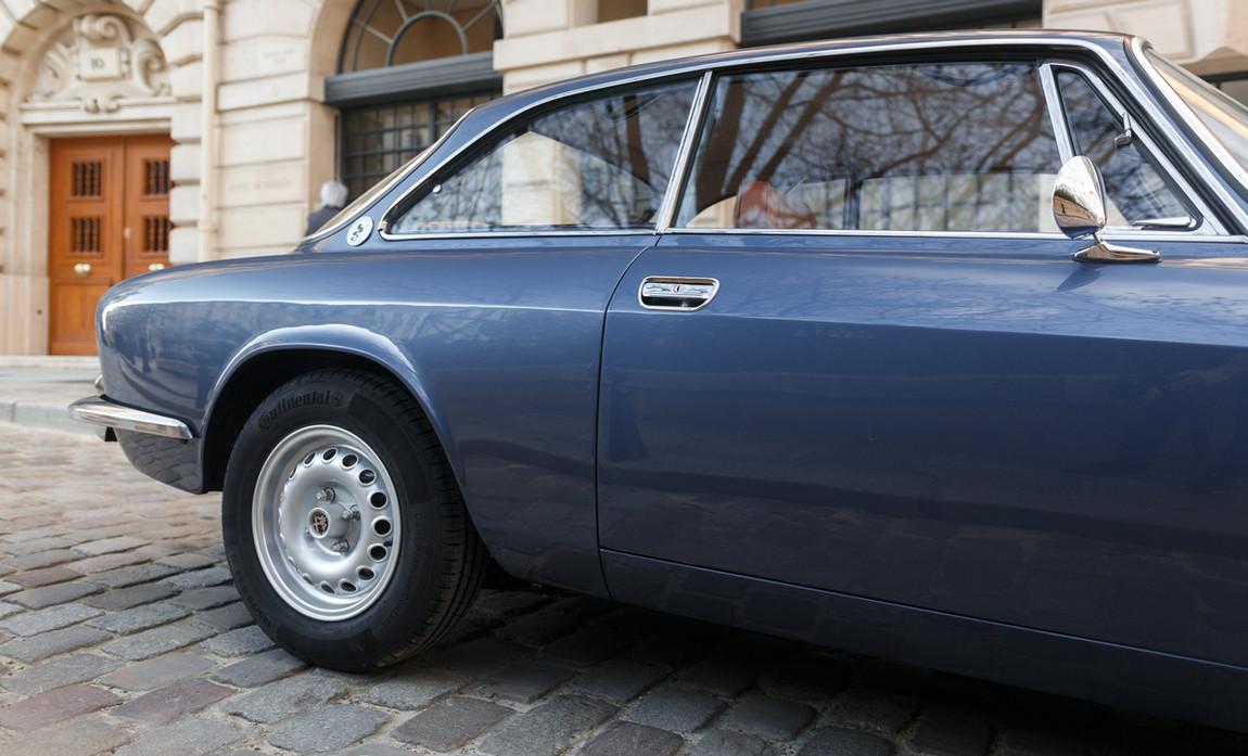 Alfa_Romeo_2000_détail_(19).jpg