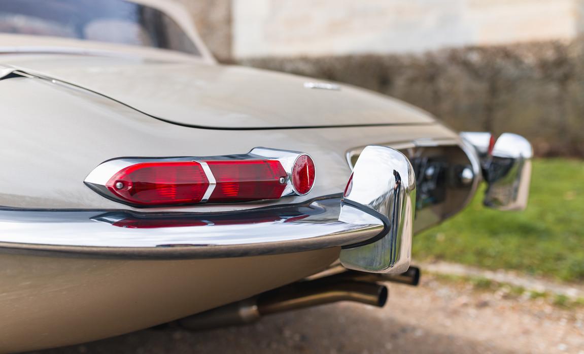 Jaguar Type-E Serie I Cabriolet (26).jpg