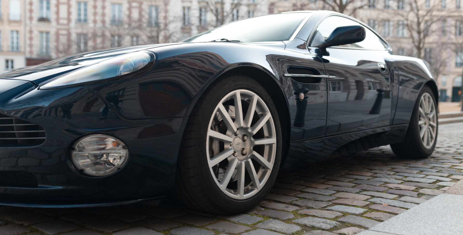 Aston Martin Vanquish S87.jpg