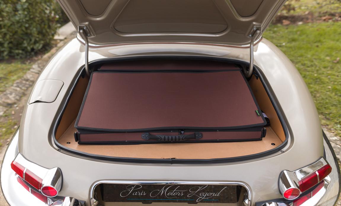 Jaguar Type-E Serie I Cabriolet (72).jpg