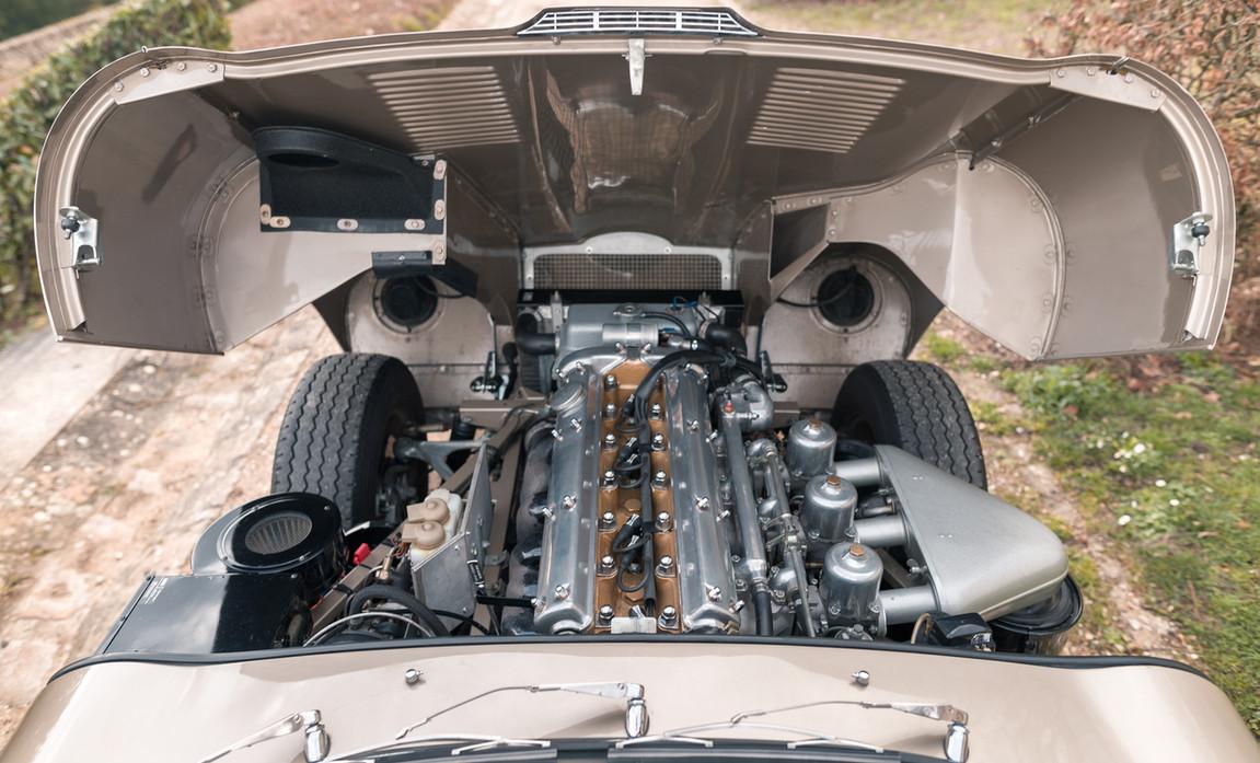 Jaguar Type-E Serie I Cabriolet (81).jpg