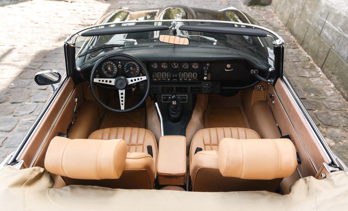 Jaguar_Type_E_intérieur_(18).jpg