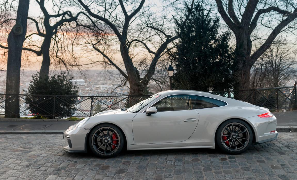 Porsche 911 GT3 Touring (3).jpg