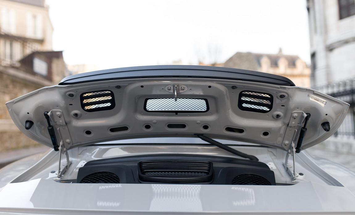 Porsche 911 GT3 Touring (44).jpg