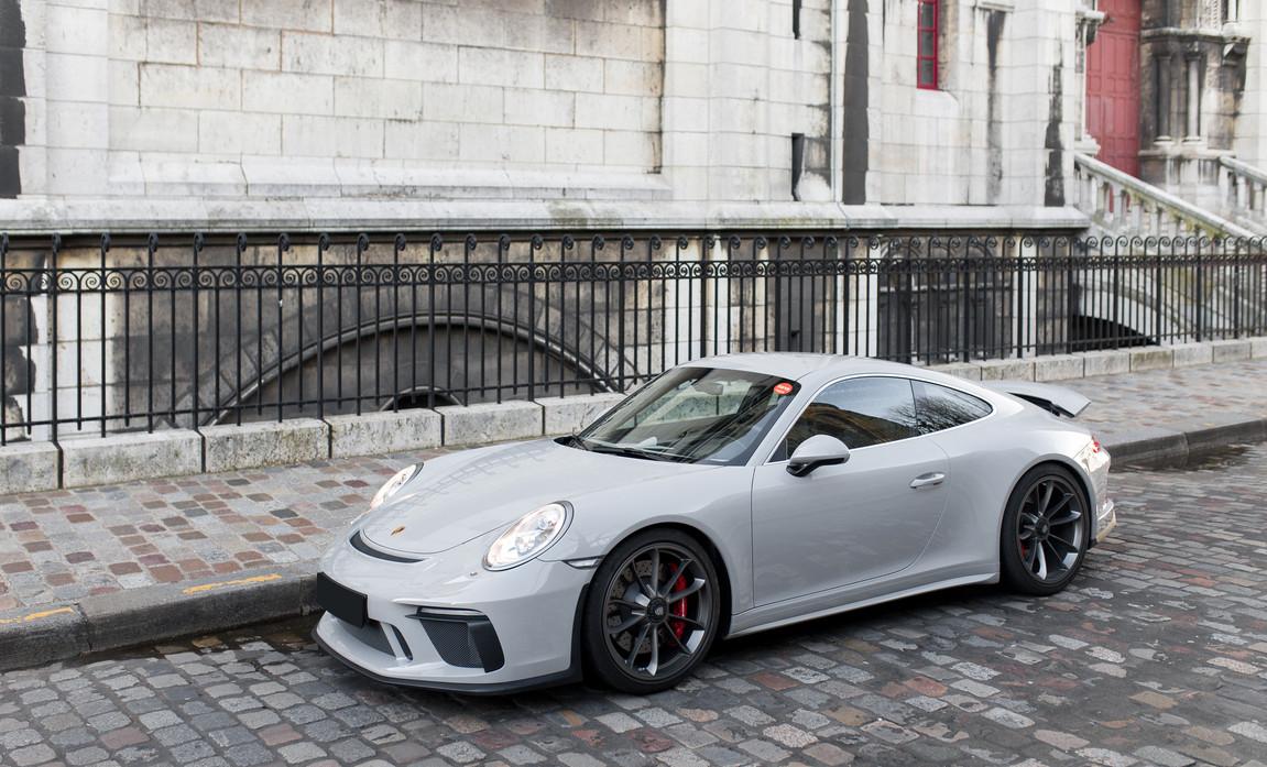 Porsche 911 GT3 Touring (2).jpg
