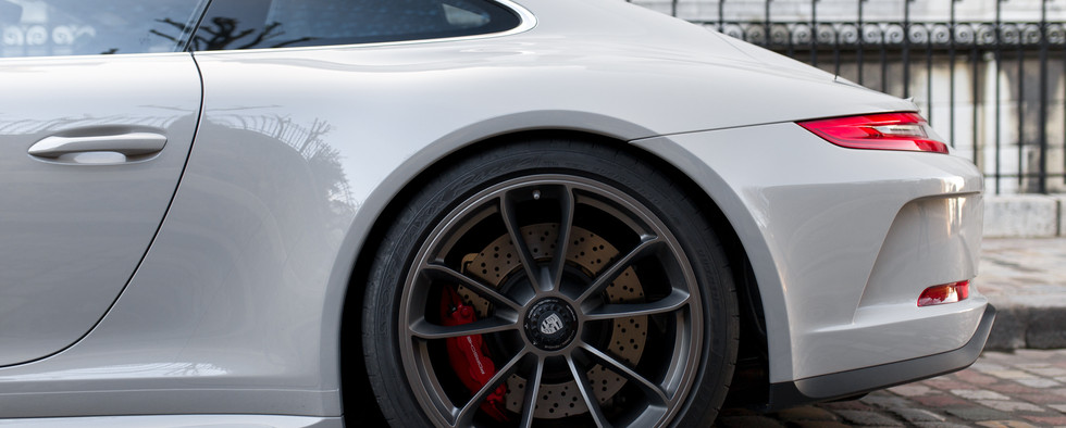 Porsche 911 GT3 Touring (32).jpg
