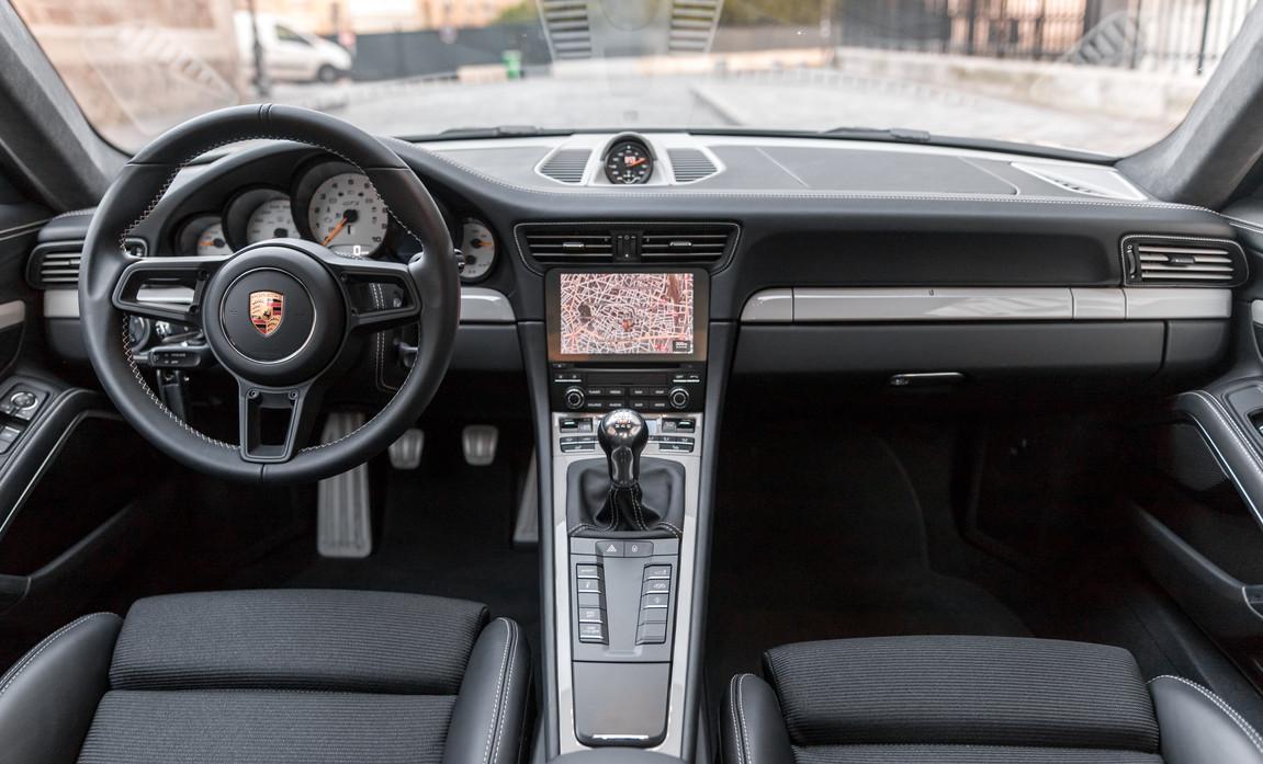 Porsche 911 GT3 Touring (57).jpg