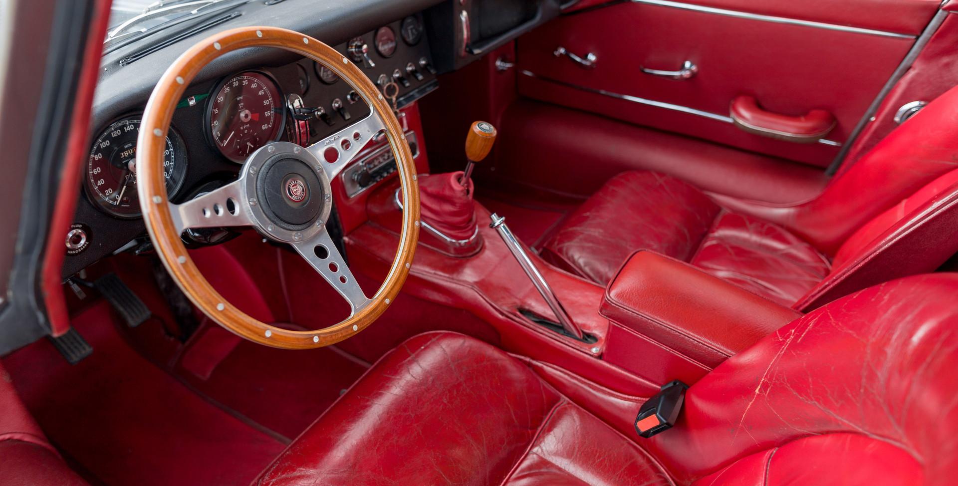 Jaguar Type E Serie I Coupe (25).jpg