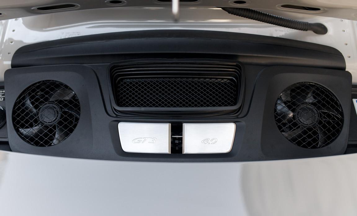 Porsche 911 GT3 Touring (45).jpg