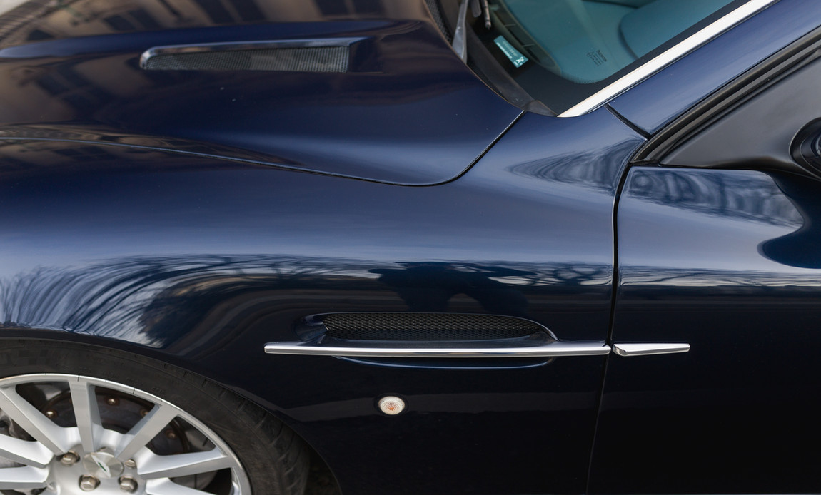 Aston Martin Vanquish S30.jpg
