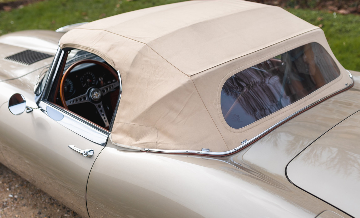 Jaguar Type-E Serie I Cabriolet (18).jpg