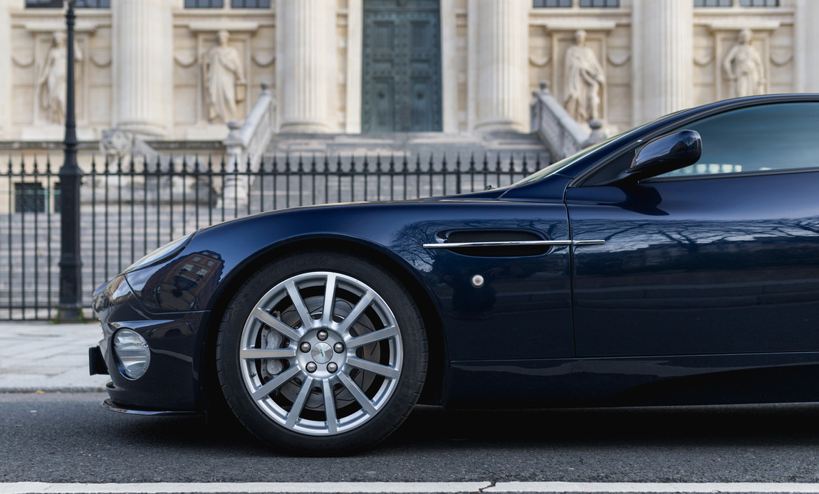 Aston Martin Vanquish S6.jpg