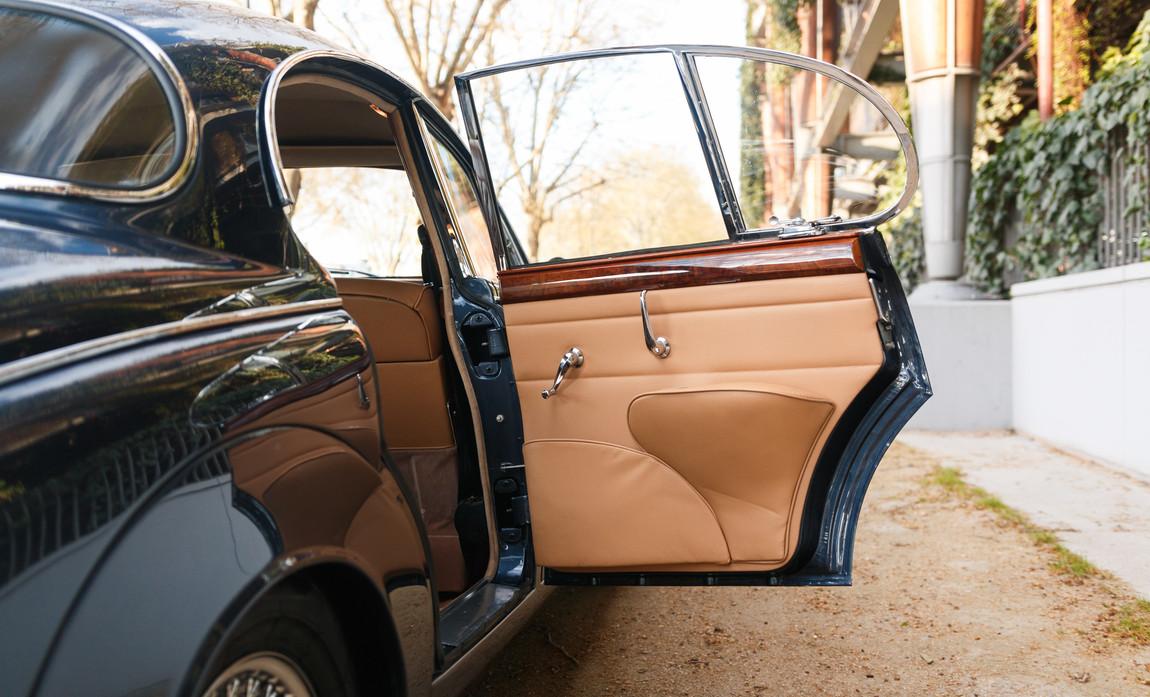 Jaguar MKII seuil de porte (4).jpg
