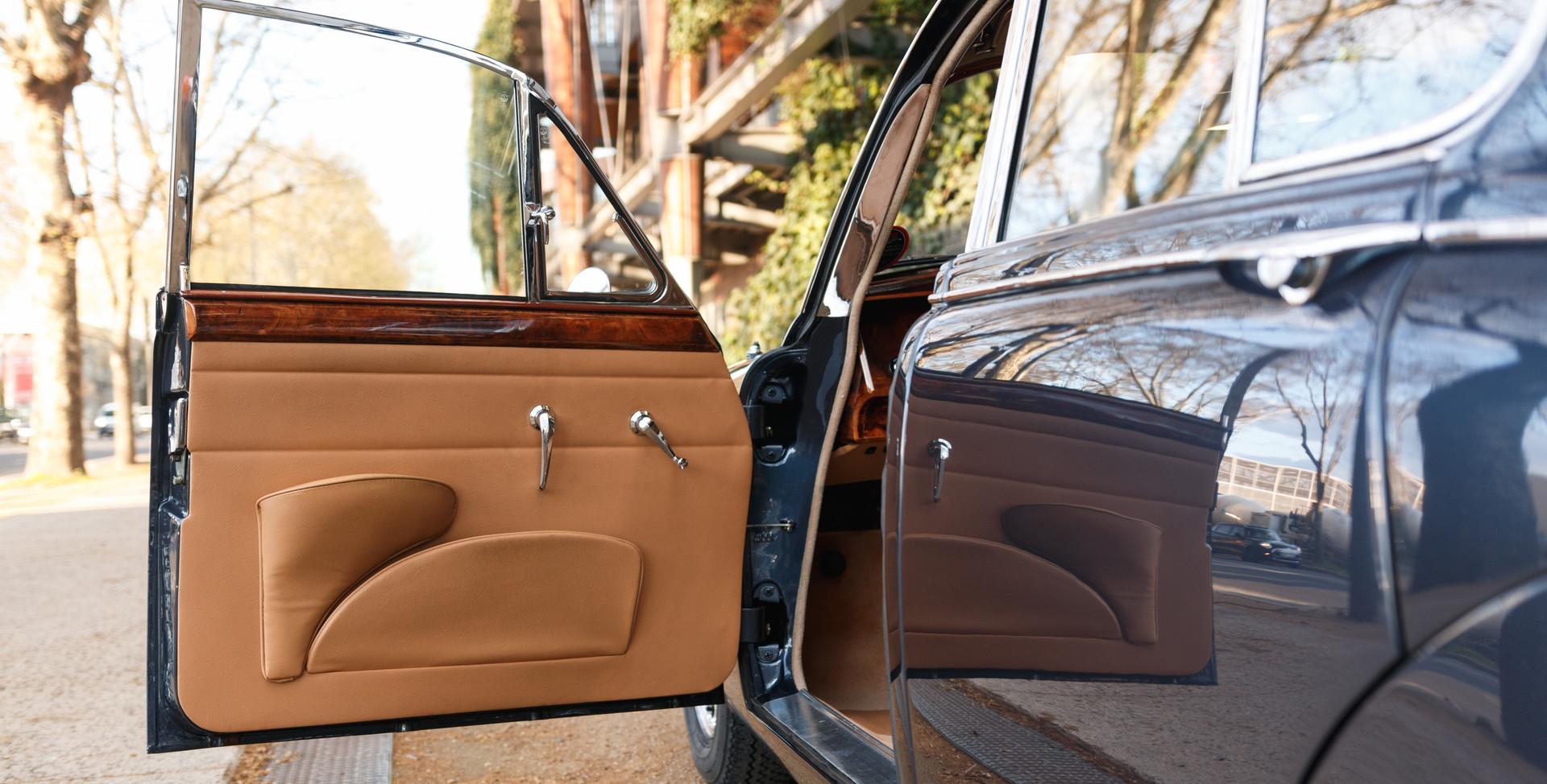 Jaguar MKII seuil de porte (2).jpg