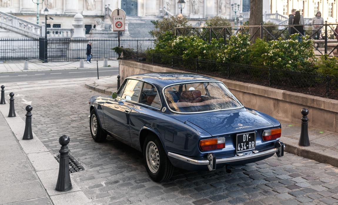 Alfa_Romeo_2000_arrière_(3).jpg