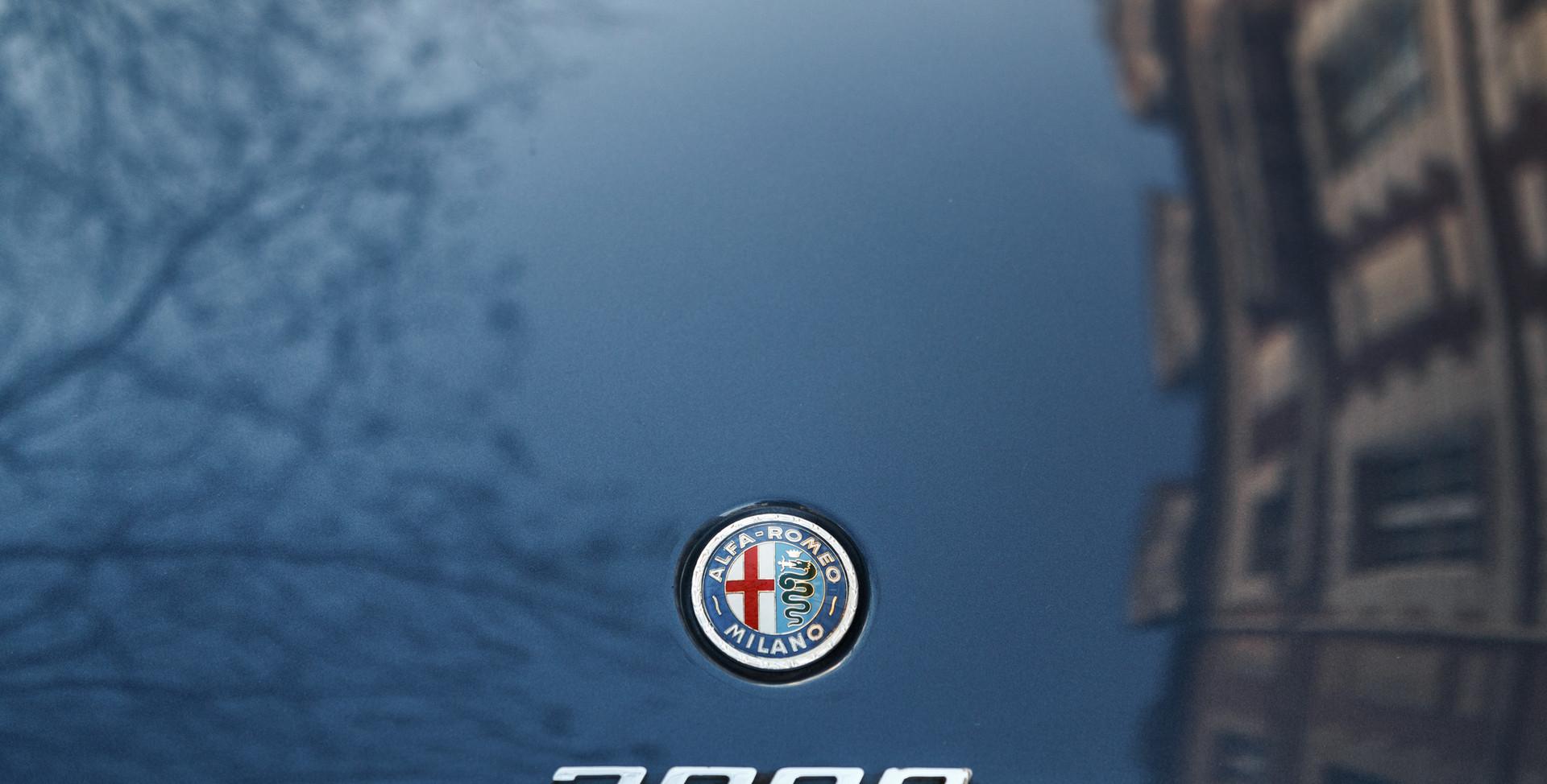 Alfa_Romeo_2000_détail_(12).jpg