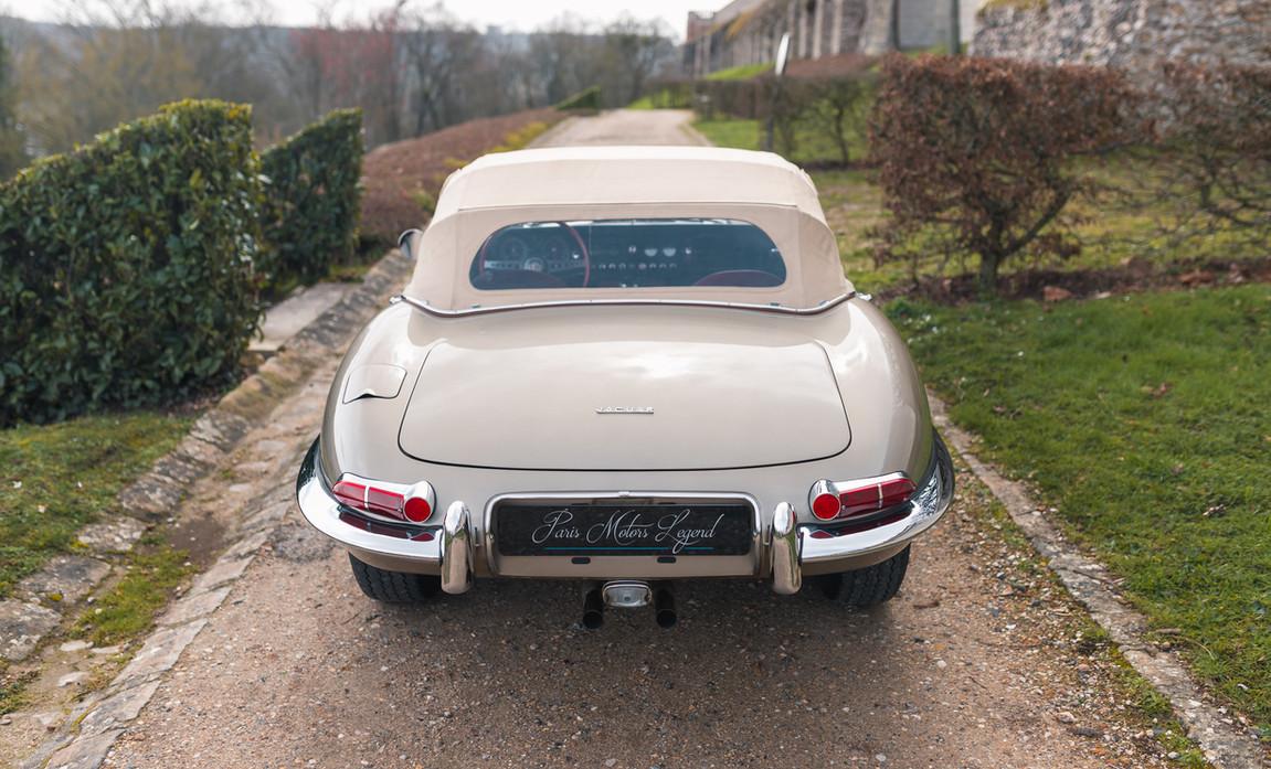Jaguar Type-E Serie I Cabriolet (14).jpg