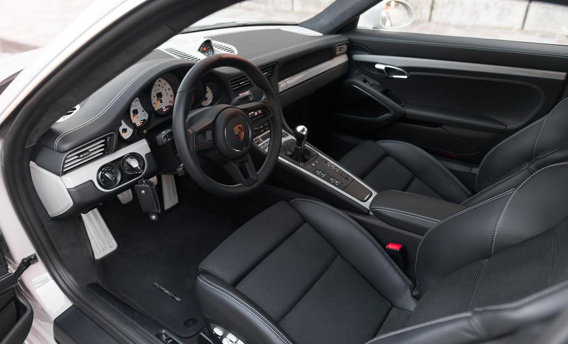 Porsche 911 GT3 Touring (54).jpg