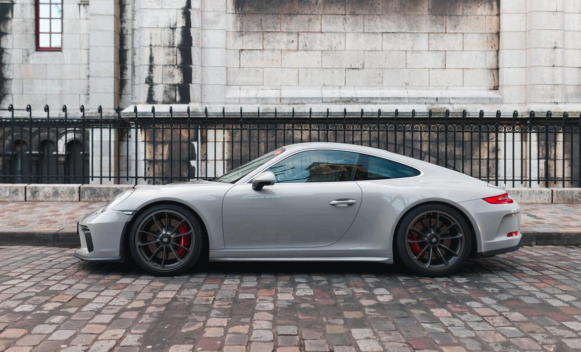 Porsche 911 GT3 Touring (4).jpg