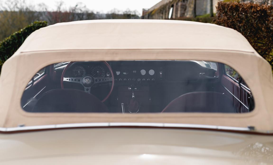 Jaguar Type-E Serie I Cabriolet (28).jpg