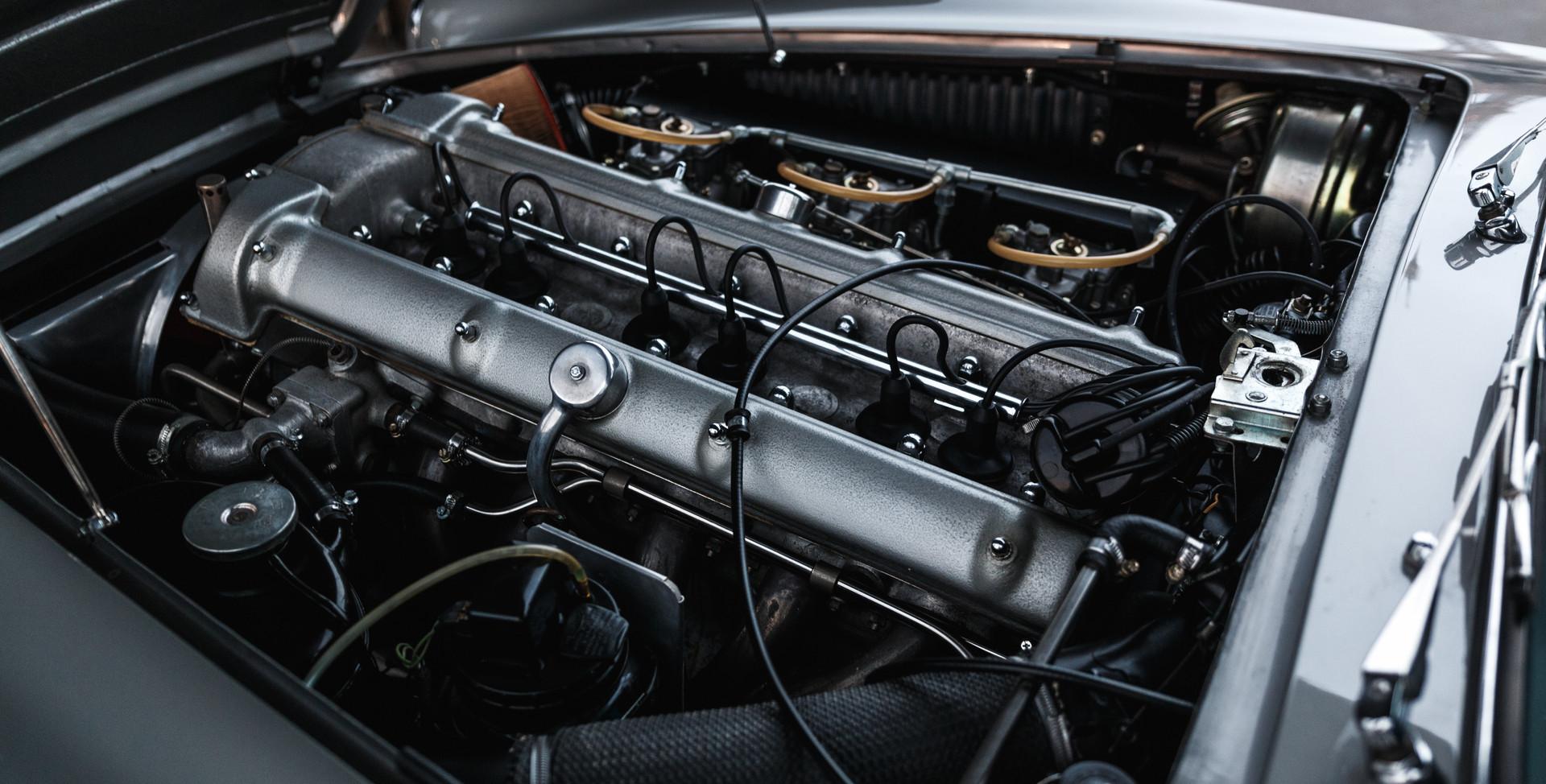 1961 Aston Martin DB4 Cabriolet 19.jpg