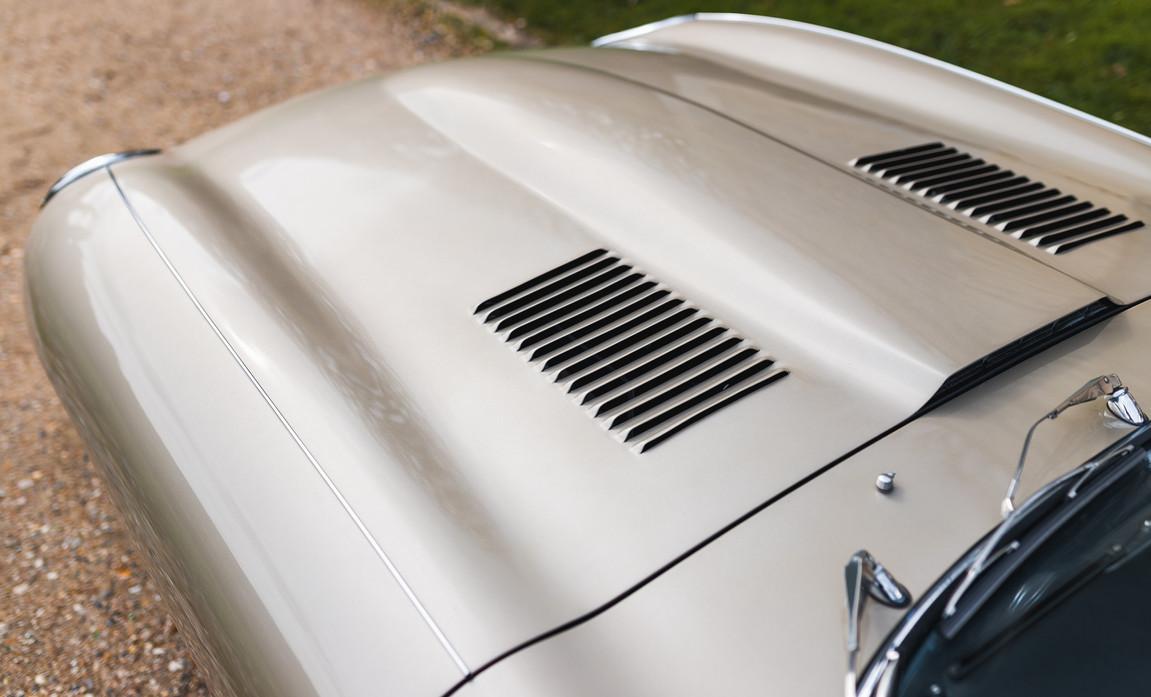 Jaguar Type-E Serie I Cabriolet (31).jpg