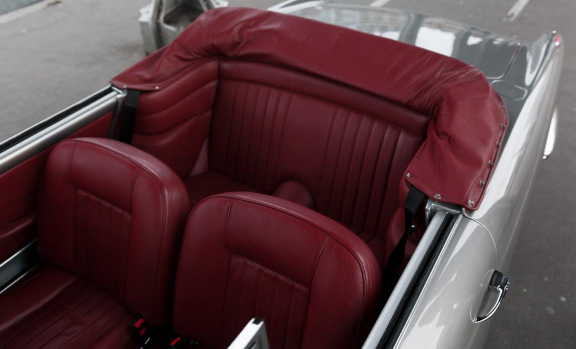 1961 Aston Martin DB4 Cabriolet 61.jpg