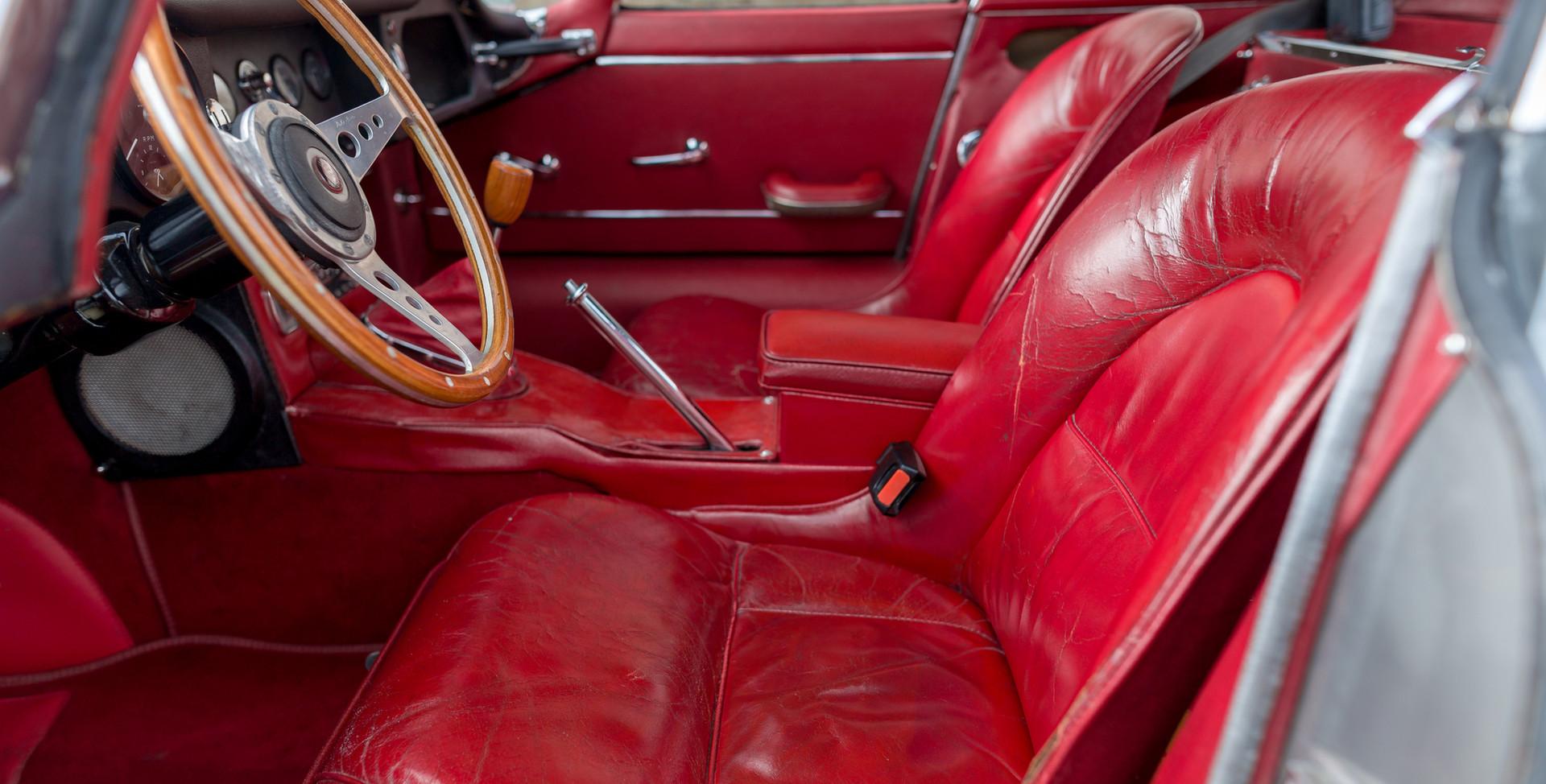 Jaguar Type E Serie I Coupe (30).jpg