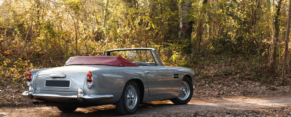 Aston Martin (90).jpg