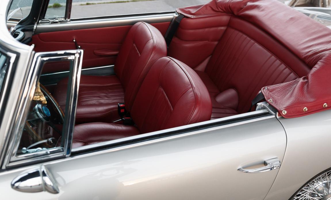 1961 Aston Martin DB4 Cabriolet 59.jpg
