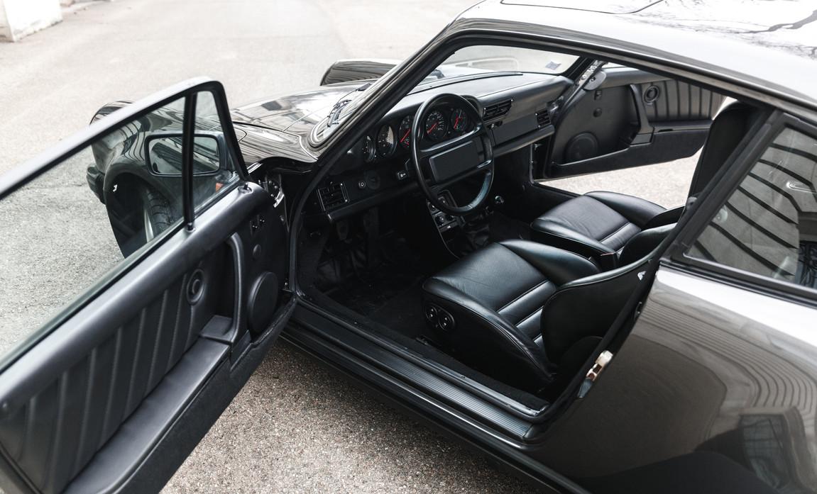 1986 Porsche 930 3.3 Turbo94.jpg