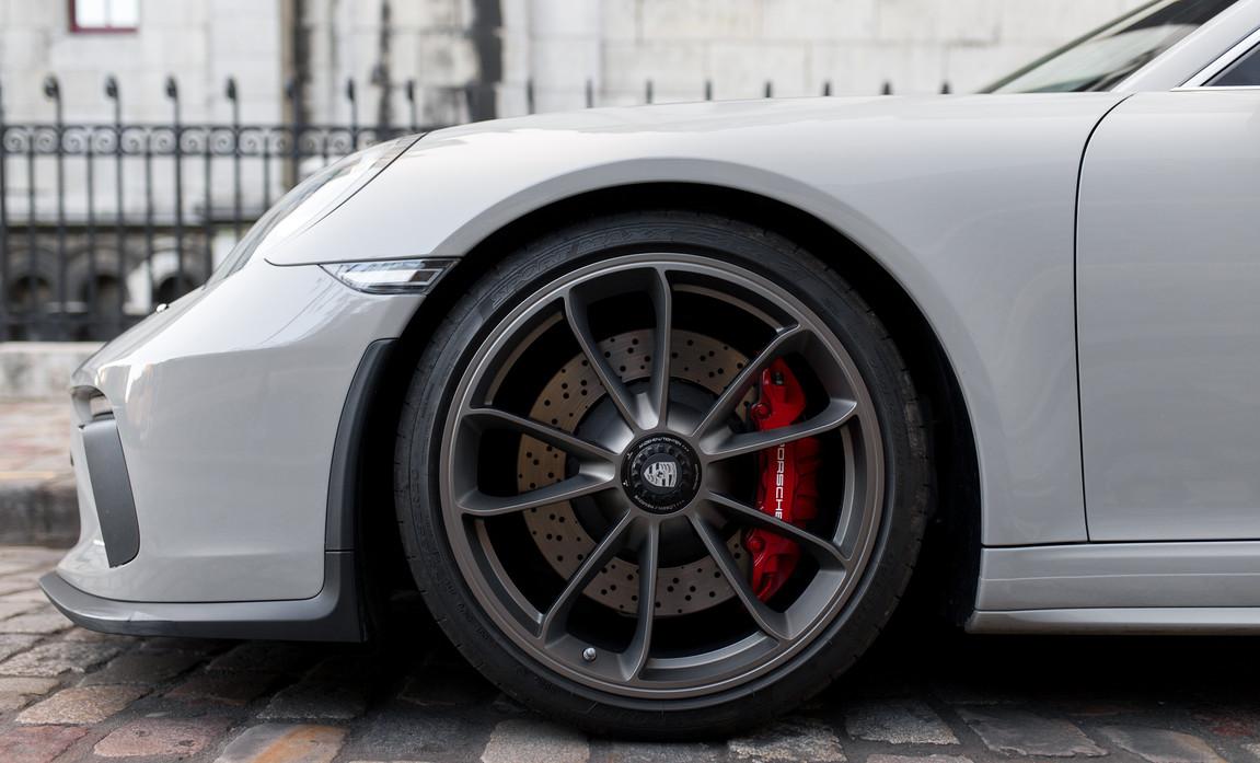 Porsche 911 GT3 Touring (31).jpg