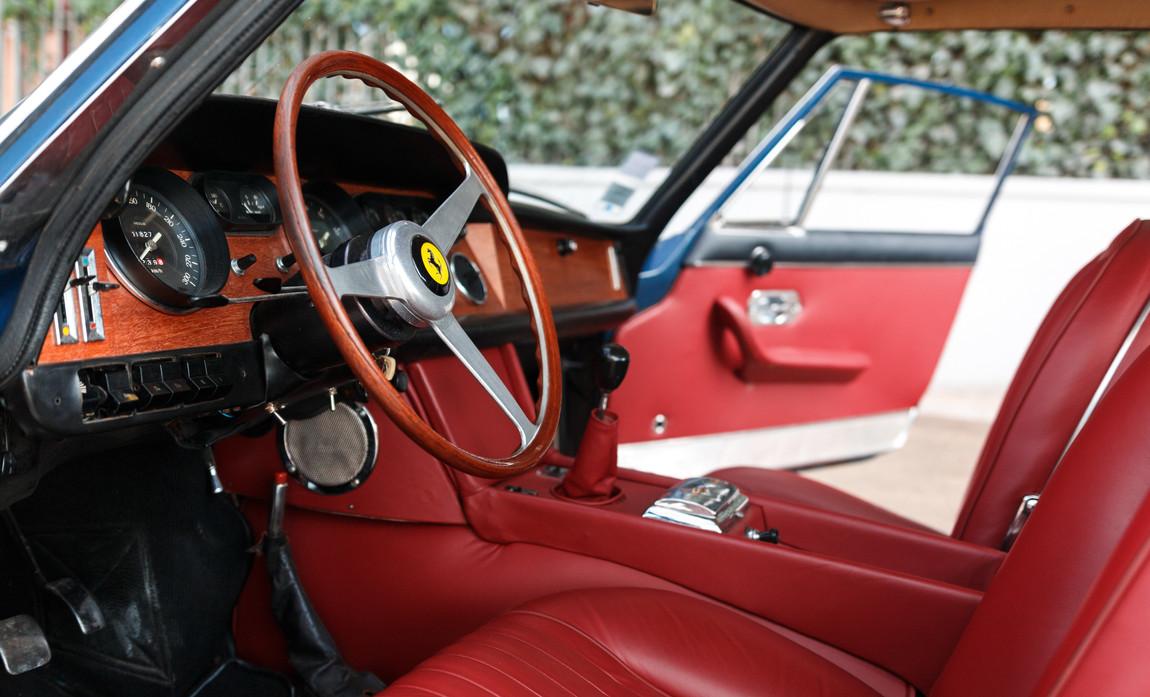 Ferrari 330 GT 19667.jpg