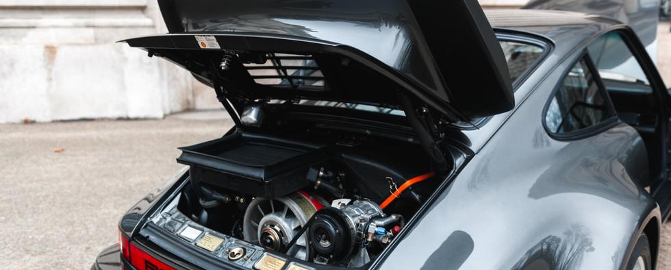 1986 Porsche 930 3.3 Turbo92.jpg