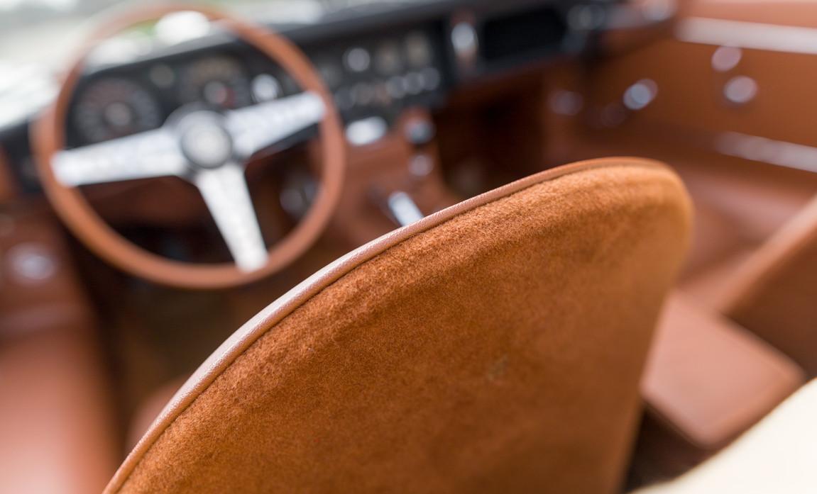Jaguar Type-E Serie I Cabriolet (47).jpg