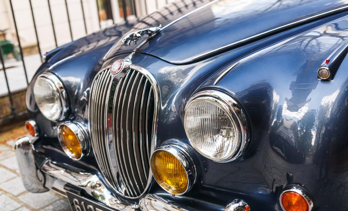 Jaguar MKII détails extérieur (11).jpg