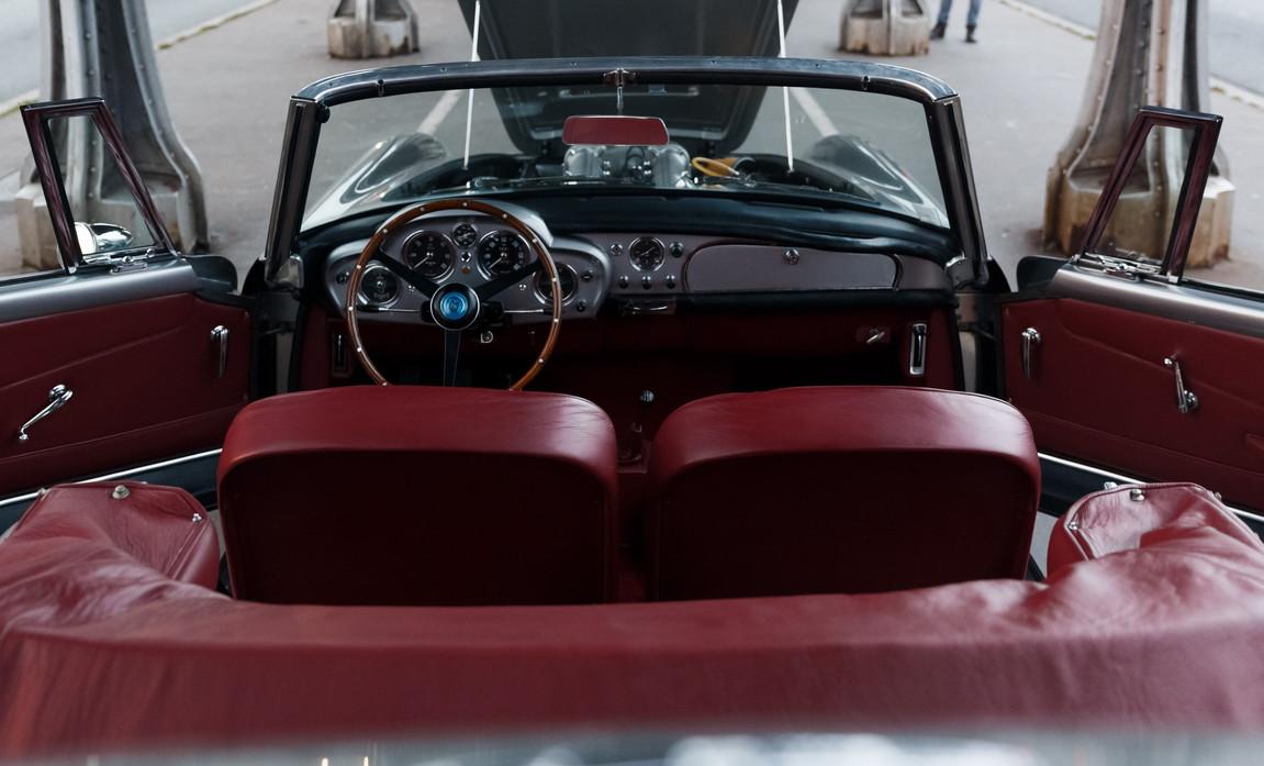 1961 Aston Martin DB4 Cabriolet 66.jpg