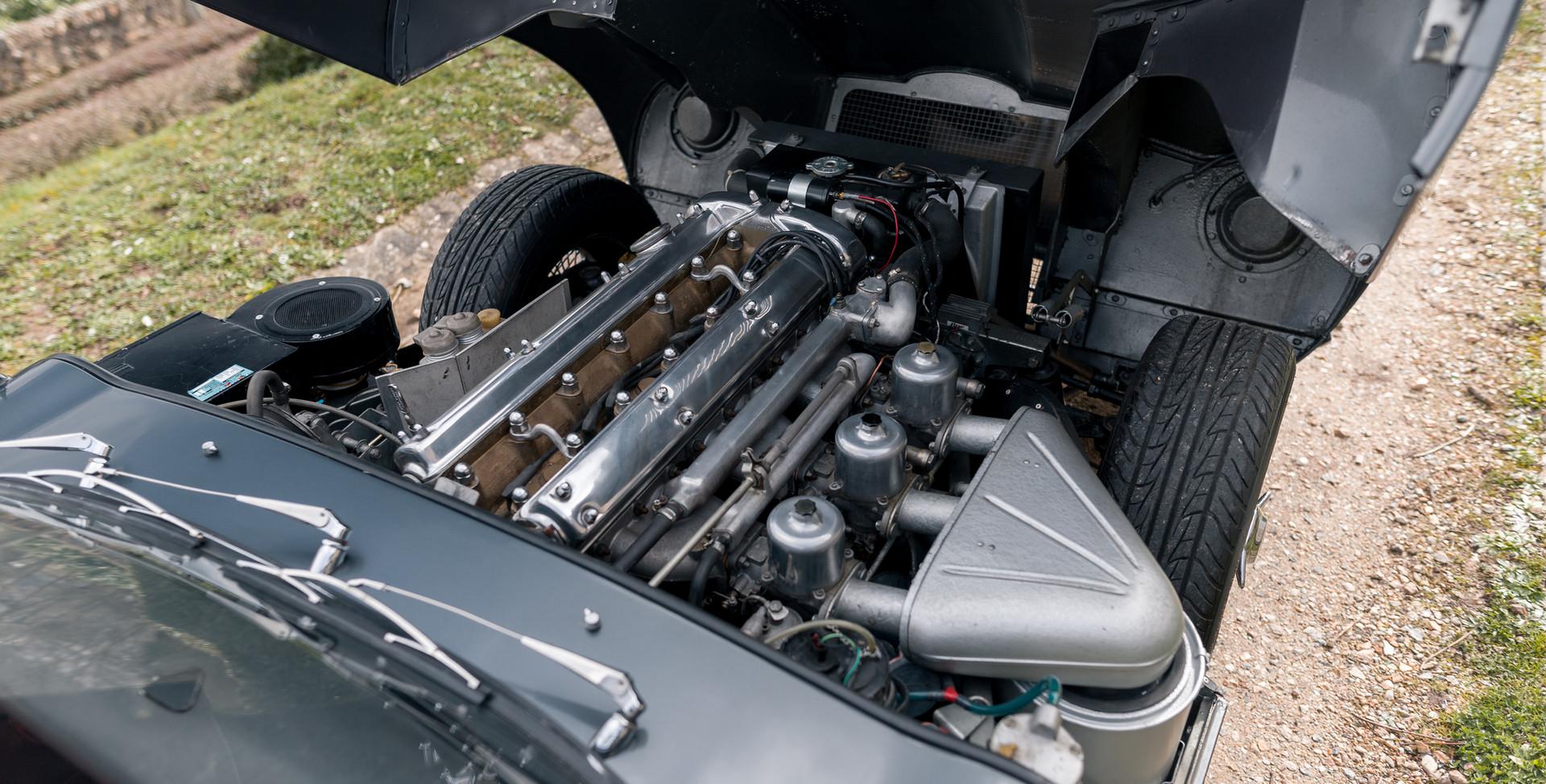 Jaguar Type E Serie I Coupe (51).jpg
