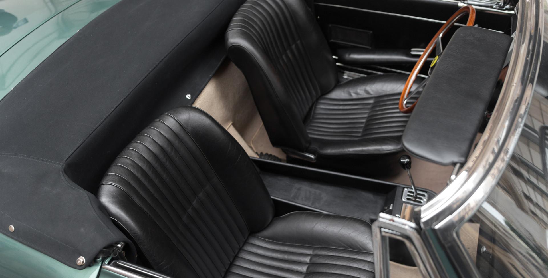 Ferrari_275_GTS_intérieur_(12).jpg