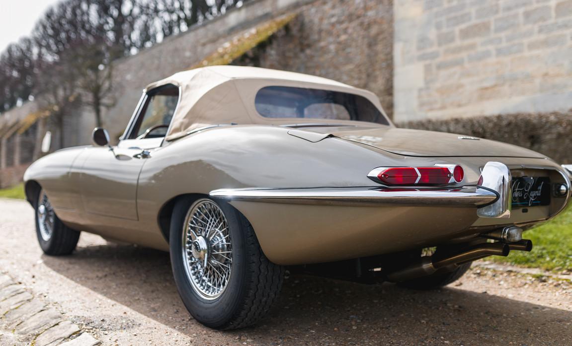 Jaguar Type-E Serie I Cabriolet (38).jpg