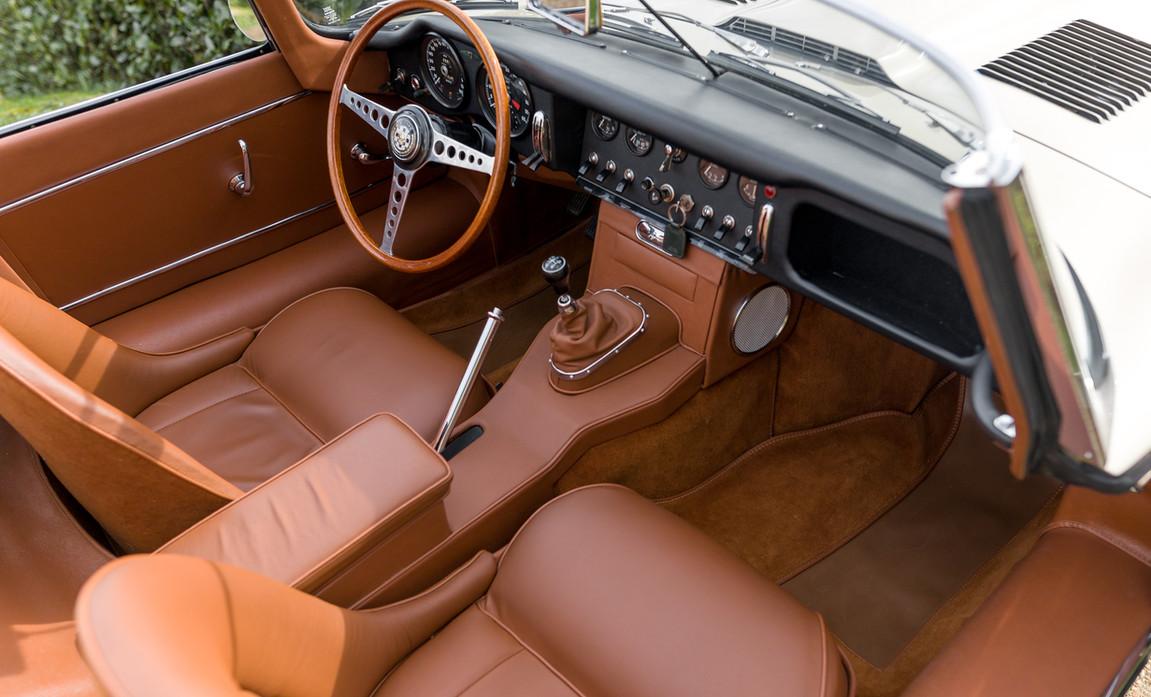Jaguar Type-E Serie I Cabriolet (43).jpg