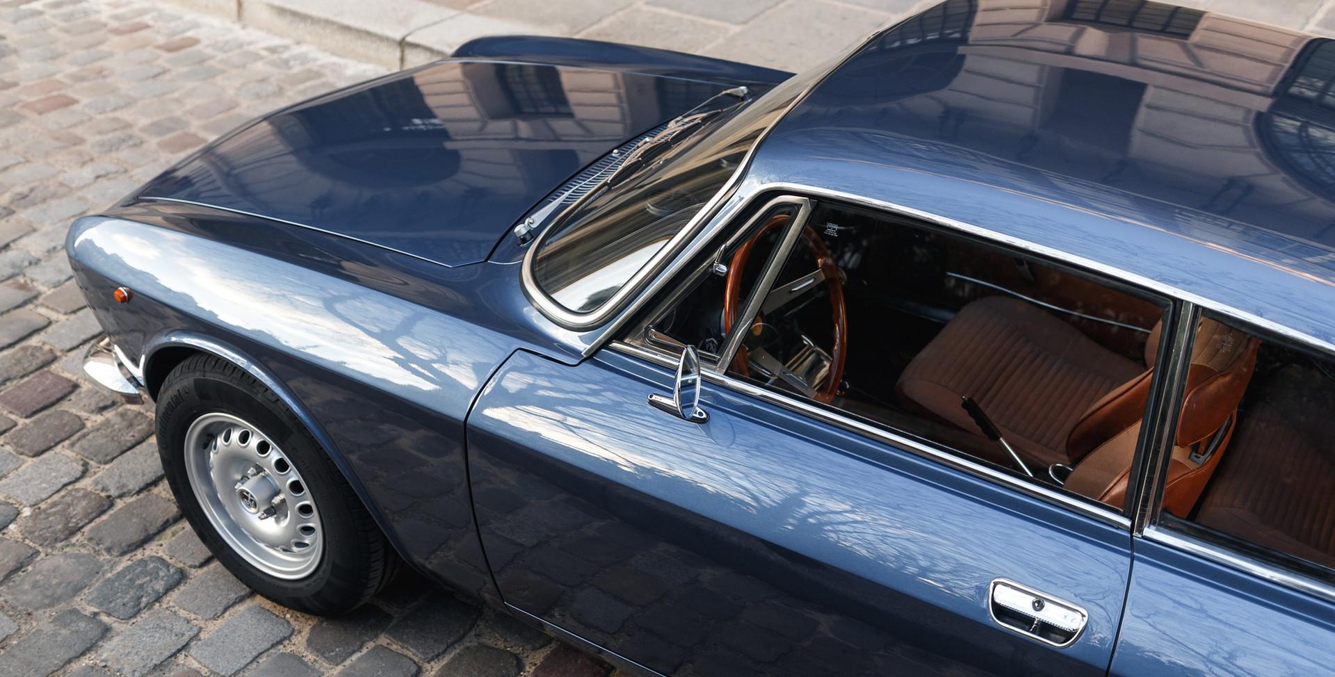 Alfa_Romeo_2000_détail_(14).jpg