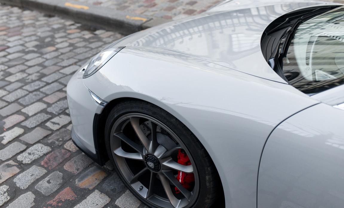 Porsche 911 GT3 Touring (36).jpg