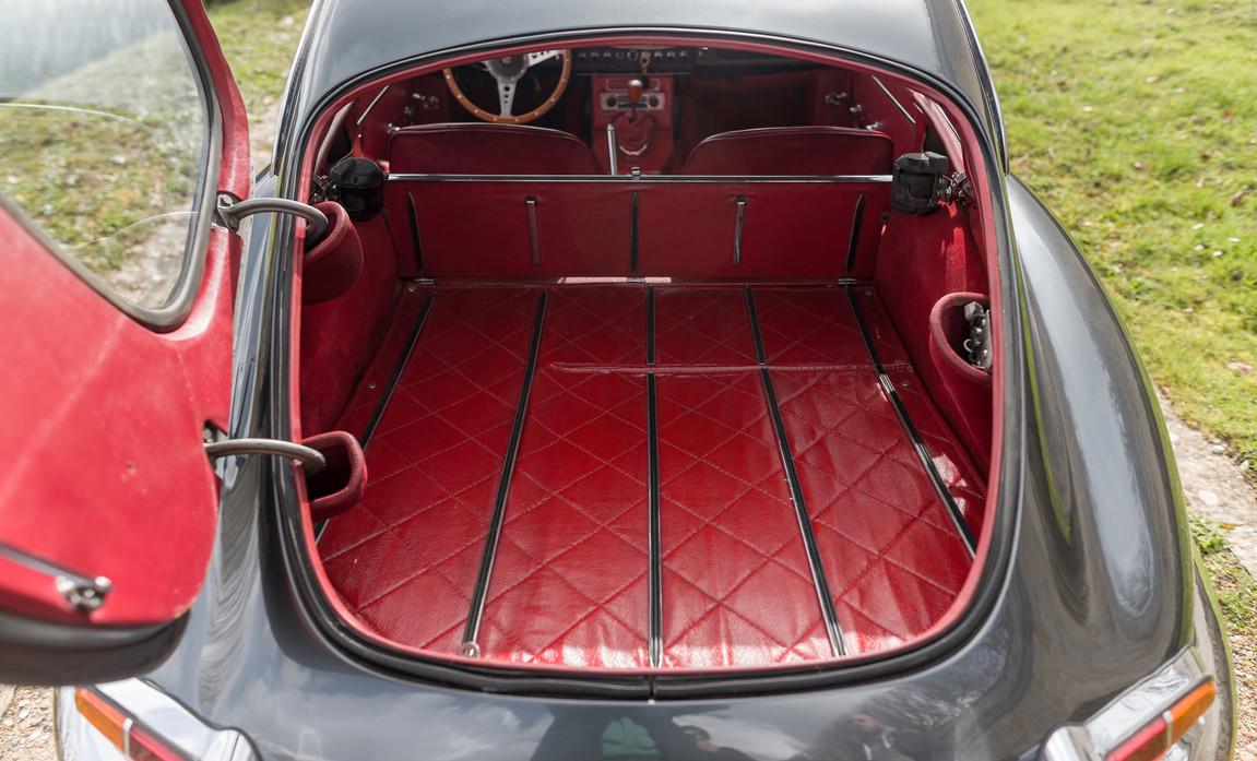 Jaguar Type E Serie I Coupe (46).jpg