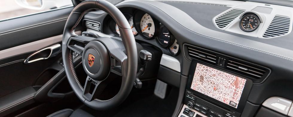 Porsche 911 GT3 Touring (81).jpg