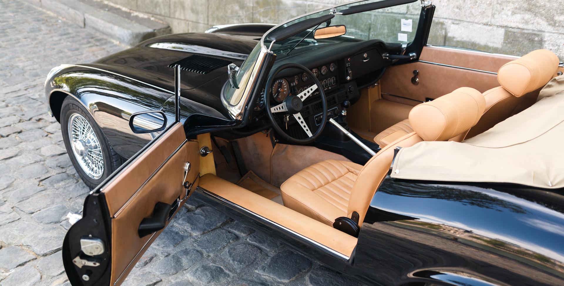 Jaguar_Type_E_intérieur_(2).jpg