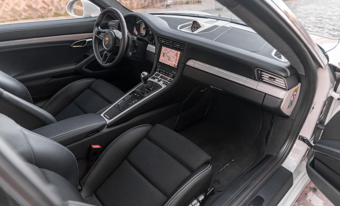 Porsche 911 GT3 Touring (58).jpg