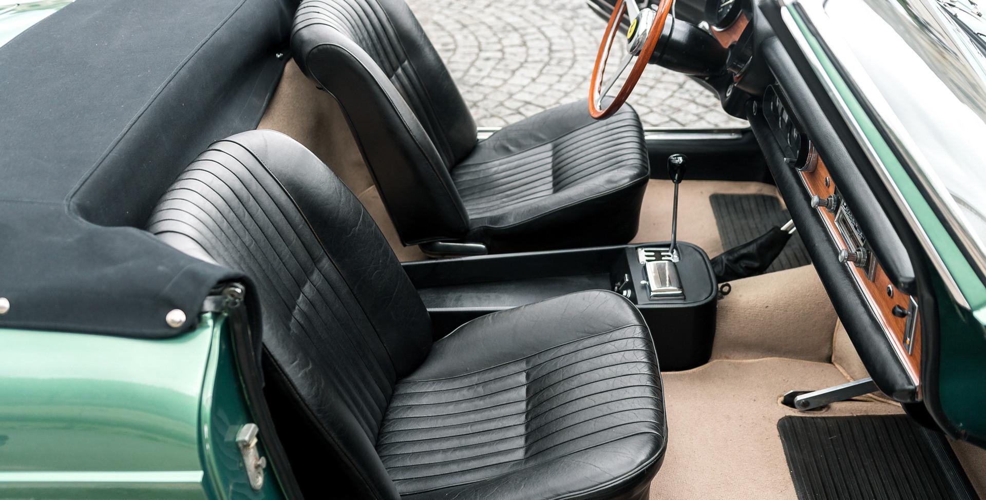 Ferrari_275_GTS_intérieur_(6)_.jpg