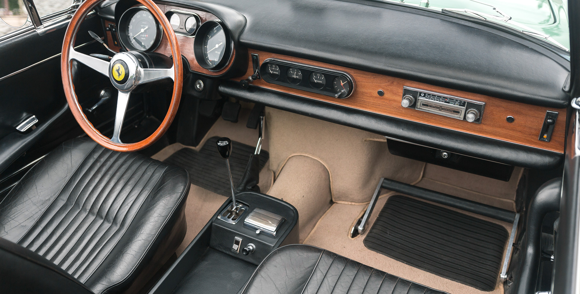 Ferrari_275_GTS_intérieur.jpg