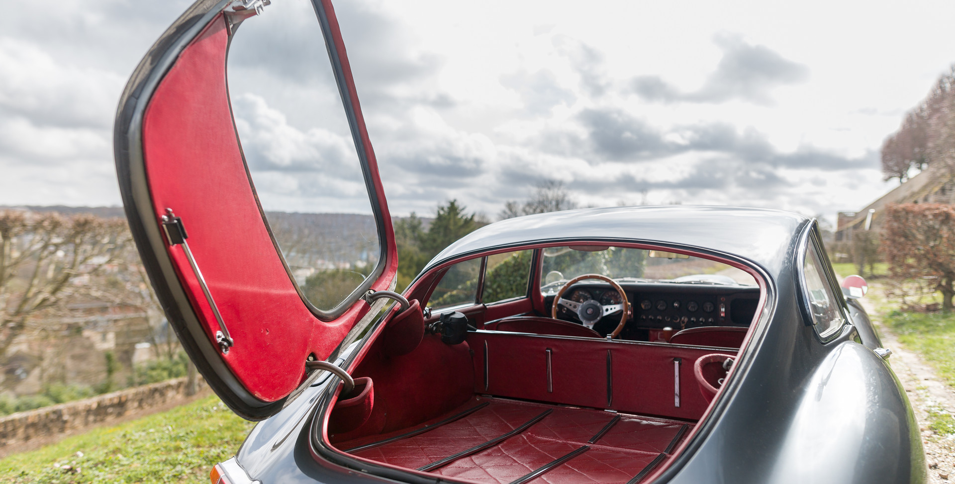 Jaguar Type E Serie I Coupe (47).jpg